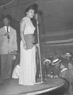 Detroit Blues Queen Alberta Adams at the Mic in a Paradise Valley club, Paradise Valley, Photo Story, Vintage Photographs, Live Music, Old Photos, In The Heights, Detroit, Renaissance, Michigan