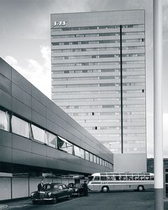 Pamono shares the story of Danish architect-designer Arne Jacobsen's work for the world's first design hotel, the modernist SAS Royal Hotel Copenhagen. Read more here!