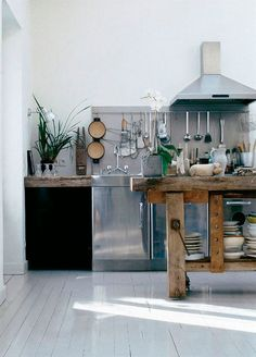Stylish Industrial Kitchen Design Ideas – Decorating Ideas - Home Decor Ideas and Tips Cafe Industrial, Industrial Kitchen Design, Design Your Kitchen, Rustic Kitchen, New Kitchen, Kitchen Decor, Industrial Kitchens, Industrial Living, Kitchen Ideas