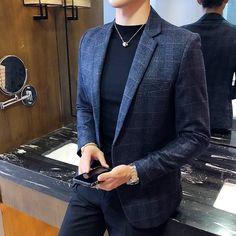 Vintage Plaid Blazer British Stylish Male Blazer Suit Jacket Business Casual One Button Blazer For Men Regular Abrigo Hombre Blazer Outfits Men, Casual Blazer, Plaid Blazer, Blazer Jacket, Blazer Suit, Mens Fashion Wear, Suit Fashion, Fashion Night, Fashion Ideas