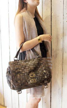 "Handmade woven leather bag ""INTRECCIATO MESSANGER"" di LaSellerieLimited su Etsy"