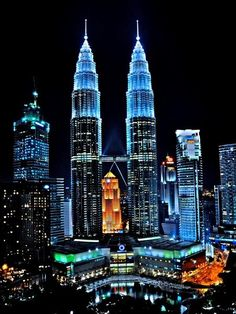twin towers / petronas - kuala lumpur all lit up / night photography / malaysia Wonderful Places, Beautiful Places, Beautiful Buildings, Beautiful Architecture, Amazing Places, Amazing Photos, Dubai Architecture, Building Architecture, Oh The Places You'll Go