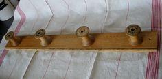 Facile à faire à partir de bobines de fil de récup et une vieille règle en bois