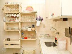 Como organizar a cozinha: veja galeria de fotos para inspirar - Santa Ajuda - GNT Home Decor Kitchen, Diy Home Decor, Kitchen Design, Wooden Pallets, Wooden Diy, Diy Casa, Wooden Pallet Projects, Crate Furniture, Diy Décoration