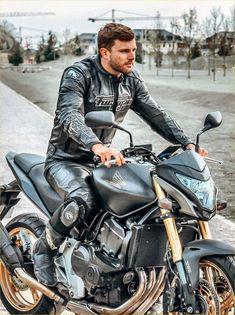 Motorcycle Leather, Motorcycle Bike, Motard Sexy, Bike Leathers, Riders On The Storm, Cafe Racing, Carpe, Biker Gear, Men In Uniform