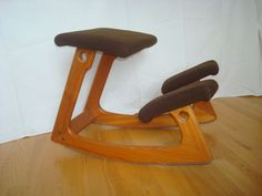 VINTAGE VARIABLE ORIGINAL BALANS KNEELING ERGONOMIC CHAIR NORWAY PETER OPSVIK - The wood is the same color, but the cushion on mine is more ochre brown