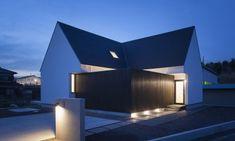 写真 Modern Bungalow, Lighting Design, Minimalism, Farmhouse, Exterior, Mansions, Architecture, House Styles, Building