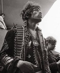 """50 Classy People From The Past Who Remind Us What """"Cool"""" Really Means Jimi Hendrix backstage at Monterey Pop Festival, 1967 Monterey Pop Festival, Rock And Roll, Clint Eastwood, Beatles, Historia Do Rock, Classy People, Jimi Hendrix Experience, Estilo Hippie, Paul Newman"""