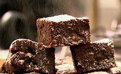 Nigella ensina receita de brownie de chocolate.