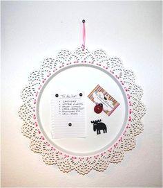 een zelfgemaakt magnetenbord van de SKURAR kaarsenschotel van ikea!!