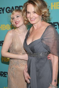 """Drew Barrymore Jessica Lange Photos - Actors Drew Barrymore and Jessica Lange attend the HBO Films premiere of """"Grey Gardens"""" at The Ziegfeld Theater on April 14, 2009 in New York City.  (Photo by Michael Loccisano/Getty Images) * Local Caption * Drew Barrymore;Jessica Lange - Celebrities Arrive at the HBO Films Premiere Of """"Grey Gardens"""""""