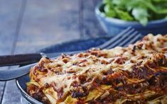 Lasagne met saus van varkenswangetjes Sauce Béchamel, Macaroni, Good Food, Pizza, Ethnic Recipes, Saveur, One Pot, Fun Recipes, Meat