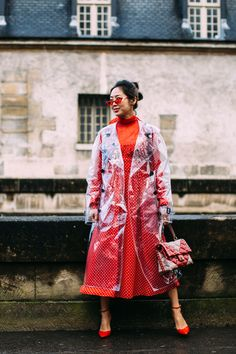 The Best Street Style Looks From Paris Fashion Week Fall 2018 - Fashionista Paris Street Fashion, Korean Street Fashion, Latest Street Fashion, Street Style Trends, Autumn Street Style, Street Style Looks, High Street Outfits, Jessica Parker, Moda Paris