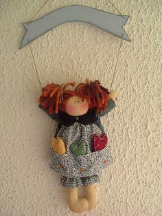 muñecas con cartel