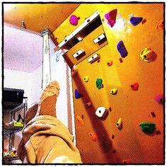Bouldering room to set up a Slackline