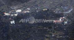 スペイン・カナリア諸島(Canary Islands)のラ・パルマ(La Palma)島で4日から5日にかけて、山火事が広がった。写真は山火事被害のあった集落(2012年8月5日撮影)。(c)AFP/Desiree Martin ▼6Aug2012AFP|カナリア諸島で山火事 http://www.afpbb.com/articles/-/2893717
