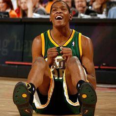 3ab016160c96 Los Warriors planean jugar en la pretemporada del 2018 en Seattle. Desde ya  comenzarán los envidiosos a decir que Kevin Durant abandonó a los  SuperSonics.