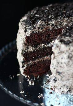 The beloved oreo cookie steals the show in this amazing vegan chocolate cake! This oil-free cake is perfect for birthdays and special occasions! #vegan #oreo #cake #oreocake Chocolate Oreo Cake, Vegan Chocolate, Chocolate Recipes, Oreo Icing, Oreo Buttercream, Oreo Cookies, Cupcake Cookies, Vegan Desserts, Easy Desserts