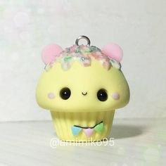 alentine 💝 on Instagra Polymer Clay Cupcake, Polymer Clay Kawaii, Fimo Clay, Polymer Clay Charms, Polymer Clay Art, Polymer Clay Earrings, Easy Diy Crafts, Cute Crafts, Biscuit