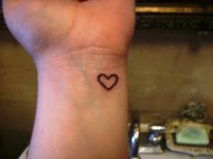 Heart Tattoos On Wrist | tattooing on wrist is a painful job one must only get it after a deep ...