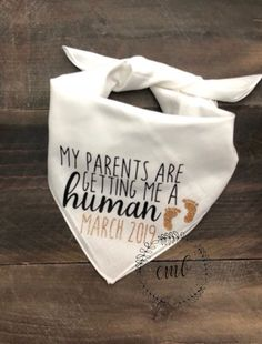 My Mother and father are Getting Me A Human Canine Bandana. Being pregnant Announcement Canine Bandana. Canine Being pregnant Announcement August Baby, Baby Massage, Baby Outfits, Shower Bebe, Baby Shower, Pregnant Dog, Pregnant Tips, After Baby, First Time Moms