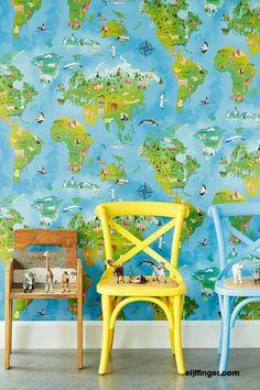 Behang van Eijffinger (Decorating the World) Hits4kids met beestachtige landkaart voor de kinderkamer is te vinden bij Decorette.