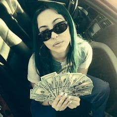 HELP ME SELL MY AUZZZ #ASSISTANTPIMPIN GOONY CHONGA BARBIE