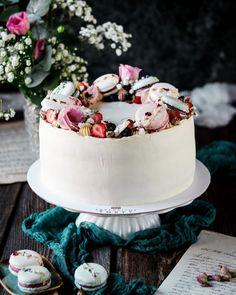 Pre sestru k narodeninám. slany karamel a mascarpone malinovy rozvar makronky ovocie a kvety. A vsetko najlepsie @mojimirukami . . . #coolinari #foodblog #foodphotography #foodstyling #cake #dort #torta #cakedecorating #cakestyle #cakestagram #cakesofinstagram #exkkuzivnetorty #food #foodblogger #simply #delicious Vanilla Cake, Desserts, Food, Mascarpone, Tailgate Desserts, Deserts, Eten, Postres, Dessert