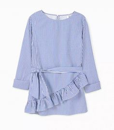 The stripes trend is one of the biggest looks for spring/summer Good news: You probably already have a piece in your wardrobe. Elegant Outfit, Hijab Fashion, Womens Fashion, Fashion Top, Look, Summer Outfits, Sewing Pockets, My Style, Casual
