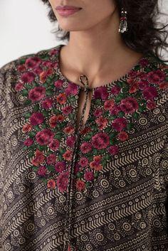 Embroidery On Kurtis, Kurti Embroidery Design, Embroidery On Clothes, Couture Embroidery, Embroidered Clothes, Embroidery Fashion, Silk Kaftan, Kaftan Kurti, Dress Paterns