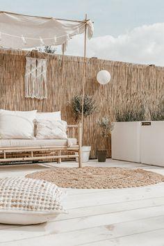 Rooftop Terrace Design, Balkon Design, Outdoor Living, Outdoor Decor, Pergola Designs, Pergola Ideas, Lounges, Balcony Garden, Backyard Patio