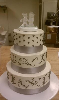 A Mickey and Minnie Wedding Cake would be so fun! | Member Board ...