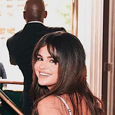Selena Gomez Fotos, Selena Gomez Pictures, Instagram Queen, Popular Artists, Marie Gomez, Famous Celebrities, Female Singers, Her Smile, Celebrity Hairstyles