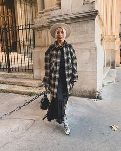 great spring outfit idea with a hat : plaid oversized shirt + black maxi dress + bag + boots Camille Callen, Rebecca Minkoff, Outfits With Hats, Oversized Shirt, Spring Outfits, Womens Fashion, Fashion Trends, Kimono Top, Plaid