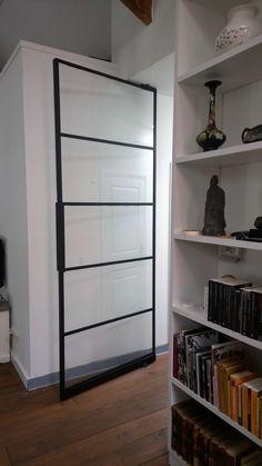 Vloerveer verwerkt in stalen deur Pivot Doors, Metal Working, Bookcase, Divider, Shelves, Room, Furniture, Home Decor, Bedroom