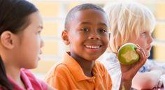 Oggi ricomincia la scuola per molti bambini! Consiglio ai genitori: per lo spuntino evitate di dare ai vostri bimbi merendine/snack confezionati, non sono salutari! Meglio frutta fresca o frutta secca ma anche yogurt e barrette di cereali!