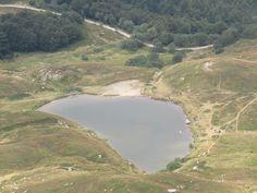 Panorami dalla vetta del monte Prado. Il lago Bargetana : un piccolo laghetto di montagna
