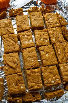 Pumpkin Blondies Easy Pumpkin Pie, Pumpkin Pie Bars, Pumpkin Recipes, Pumpkin Spice, Cocoa Chocolate, White Chocolate Chips, Chocolate Flavors, Blondie Bar, Fall Snacks