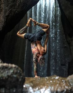 @dylanwerneryoga in the #AloYoga Plow Board Short #yoga #inspiration