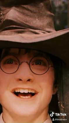 Harry Potter Gif, Young Harry Potter, Mundo Harry Potter, Harry Potter Pictures, Harry Potter Wallpaper, Harry Potter Universal, Harry Potter Characters, Harry Potter Videos, Hogwarts