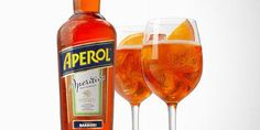 Es ligero, atractivo, fresco, moderno y, sobre todo, muy italiano. En realidad: italianísimo.  Lleva tres partes de prosecco, dos de Aperol (un aperitivo italiano dulce y amargo con solo 11 grados de alcohol), un toque de soda y una rodaja de naranja.  Su nombre es Aperol Spritz, es un coctel realmente famoso en buena parte de las barras de Europa y acaba de llegar a Colombia de la mano del grupo DLK.