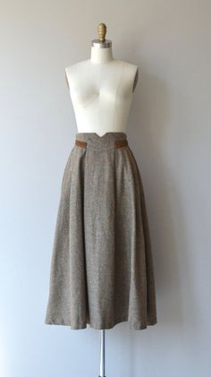 Vintage 1970s brown tweed wool skirt with high notchd waist trimmed in brown suede, very full with back zipper. Unlined  --- M E A S U R E M E N T S