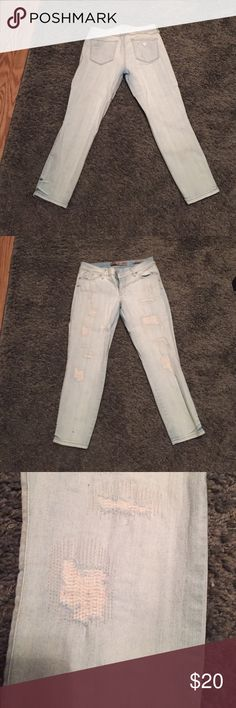 Guess skinny Capri pant,gently worn, tattered look Tattered look, Capri pant, light wash, super comfy! Guess Jeans Skinny