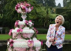8 Mary Berry Dessert Recipes to Help You Prep for Your 'Great British Bake Off' Audition Great British Bake Off, British Bake Off Recipes, Mary Berry Desserts, Scotch Pancakes, Simple Muffin Recipe, Bakewell Tart, Paul Hollywood, British Baking, Chelsea Flower Show