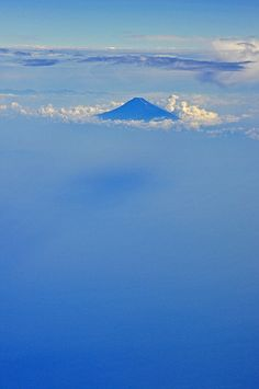 Summer Fuji-san above the clouds 富士山