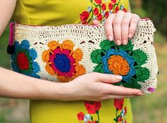 Crochet or knit denim bags from old jeans – Making your own yarn from recycled materials … See more. Trendy Totes: Free Bag Patterns for the Fashionista Knitted Bags, Knit Bag, Knitting. Crochet Clutch Bags, Crochet Handbags, Crochet Bags, Crochet Purses, Love Crochet, Knit Crochet, Hand Knit Bag, Knitting Patterns, Crochet Patterns