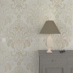 Habillez vos murs d'un voile de douceur pour une décoration enveloppante et minimaliste.   Une palette de tons en camaïeu de blancs duveteux, de gris chaleureux et de tons corail et poudrés emplissent la pièce d'ondes de bien-être.   Si les motifs se font discrets (rayures, imprimés ton sur ton, rosaces et feuillages épurés), c'est pour mettre en valeur les textures délicates et raffinées des papiers peints, rideaux et coussins : suédine, effets cotonneux, veloutés, feutrés, mats et satinés…