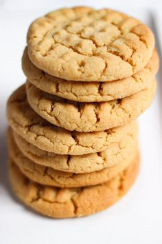 Cookies with peanut butter What Is Healthy Food, Healthy Food Habits, Stay Healthy, Healthy Cooking, Oatmeal Biscuits, Cookies Et Biscuits, Cookies Soft, Donuts, Keto Peanut Butter Cookies