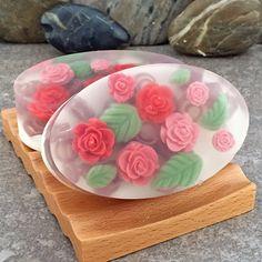 Jardín de las rosas a mano glicerina Oval Bar por AlaiynaBSoaps