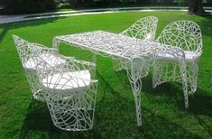 Cheap garden benches are very useful for families which are economically strained. Outdoor decoration does not necessarily have to be … Patio Vintage, Vintage Outdoor Furniture, Metal Outdoor Chairs, Metal Garden Furniture, Iron Patio Furniture, Outdoor Furniture Design, Green Furniture, Outdoor Spaces, Furniture Chairs